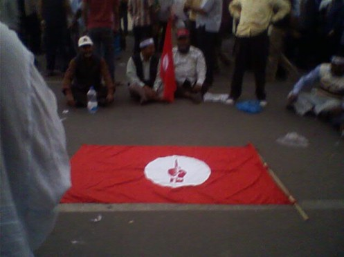 Veteran freedom fighters have already expressed their solidarity with the movement and they continue their protest. In this photo, we see the flag of Muktijoddha Sangsad, organization of veteran freedom fighters.