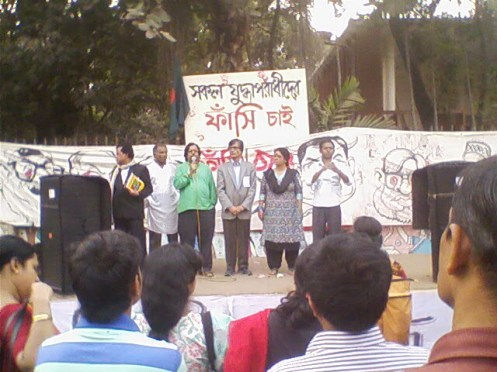 Historian Prof. Mesbah Kamal and poet Dr.  M A Samad address to the audience gathered at the artists' corner in front of Institute of Fine Arts, Dhaka University.