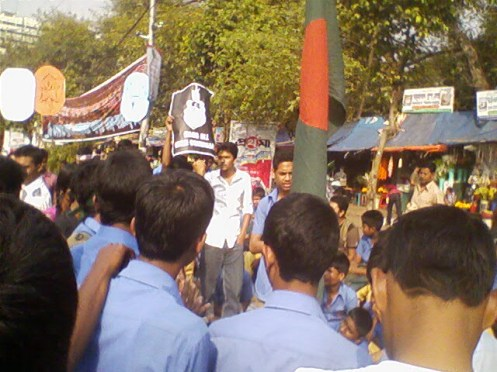 Theses school kids came all the way from Dinajpur to express their solidarity with the protesters.
